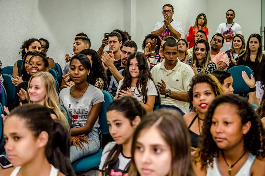 Palestra: Meninas e meninos de escolas públicas