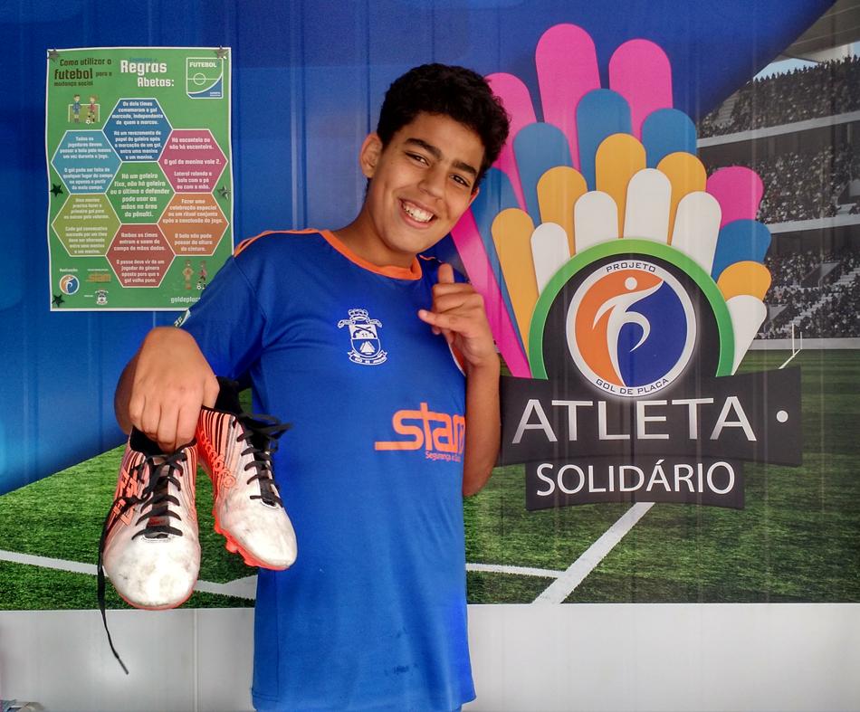 O atleta Breno, Sub 15, fez a sua doação.